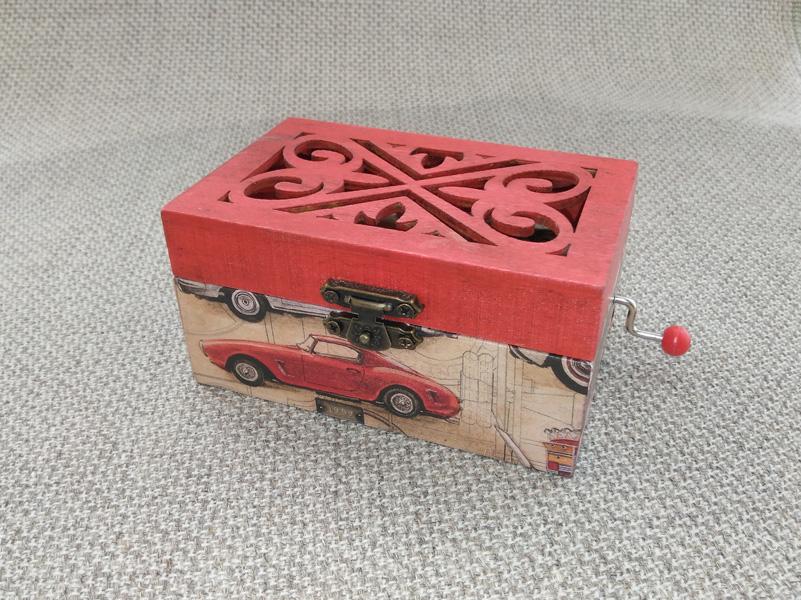 Mini caja de música con melodía a elegir.