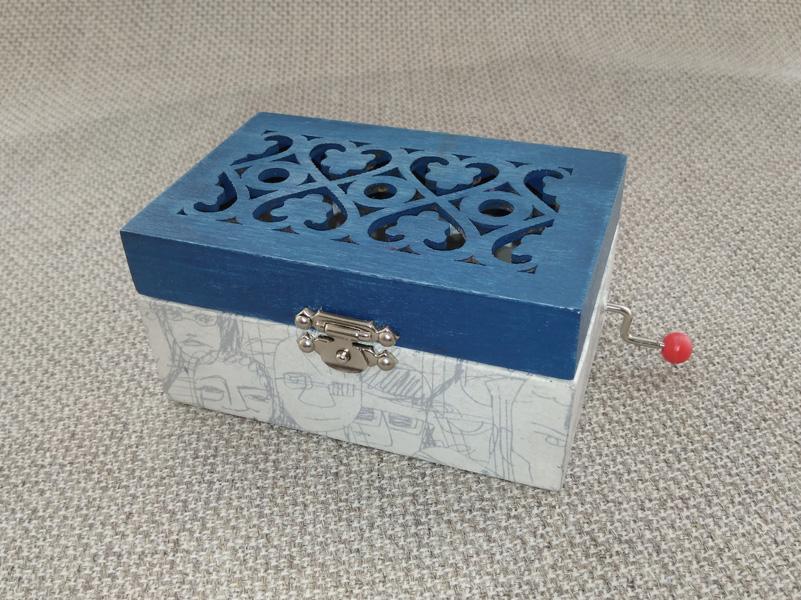 Mini caja de música con melodia a elegir.
