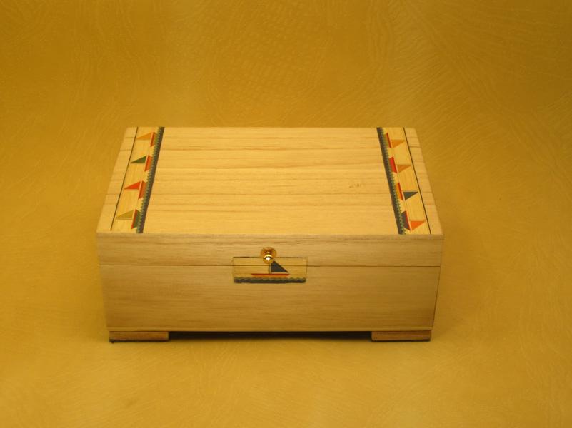 Caja de música con marquetería de veleros. Cajas de musica infantiles.