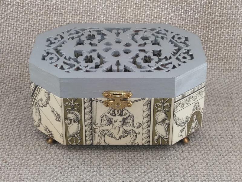 Caja musical diseño época clásica