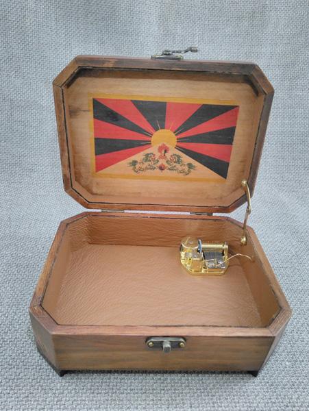 """Caja musical de la película """"7 años en el Tibet"""", interior forrado en piel, melodia """"Claro de luna de Debussy """""""